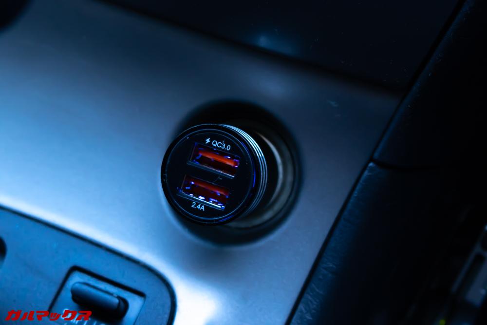 AUTOWIT FC01に付属のシガー電源プラグはQC3.0以外に5V/2.4Aの急速充電ポートが備わっています。