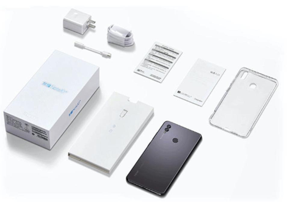 Huawei Honor Note 10の付属品には保護ケースも付属しています。