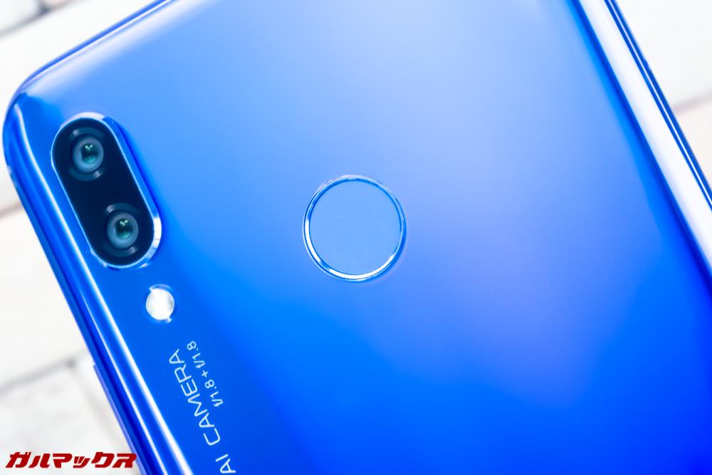 Huawei nova 3の指紋認証ユニットは本体背面の上部中央に備わっております!