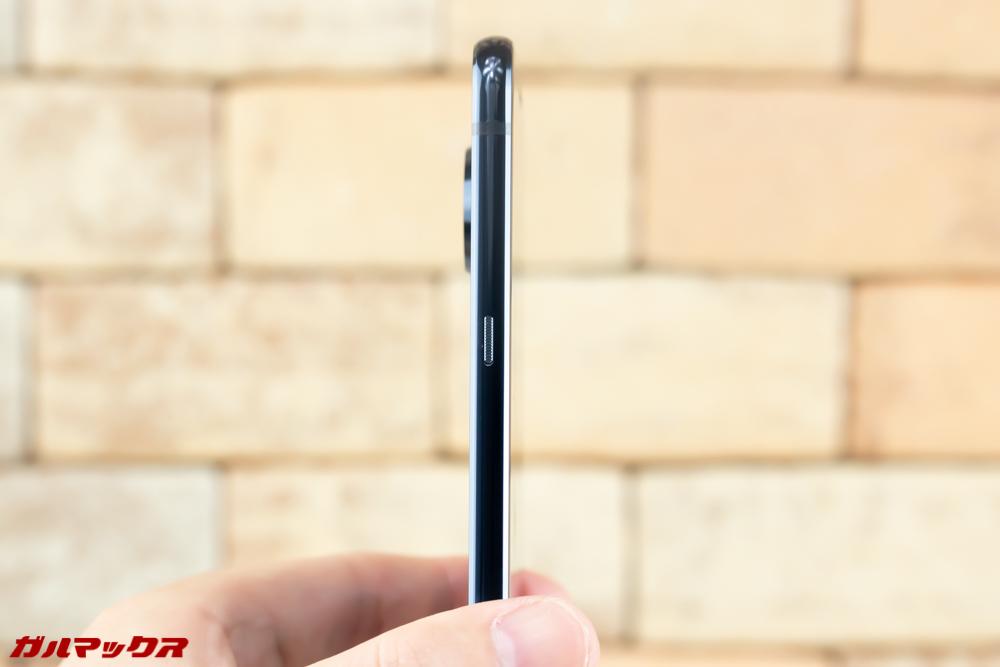 Moto Z3 Playのボディーは6mm台で非常に薄い