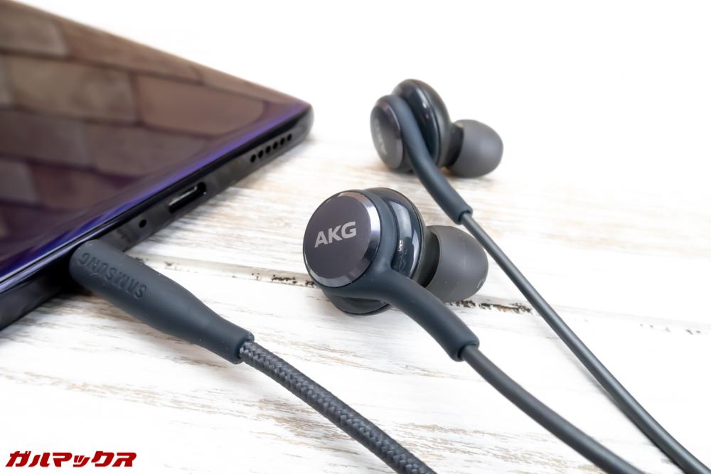 OPPO R15 Proはイヤホン端子が備わっているので、お気に入りの有線イヤホンやヘッドホンが利用可能となってます。