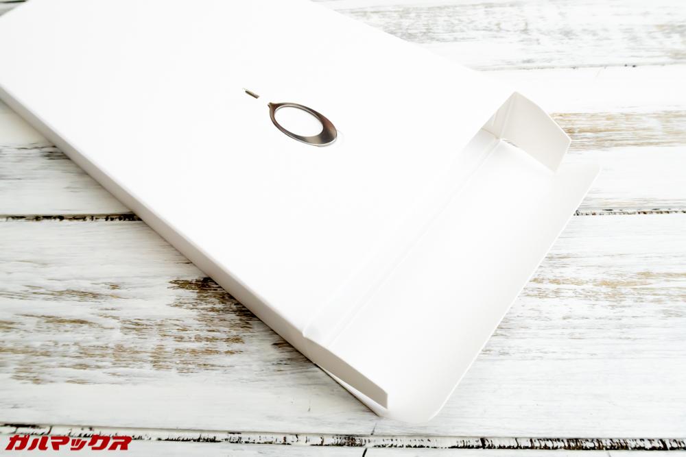 OPPO R15 Proの本体の受け皿もアクセサリーボックス