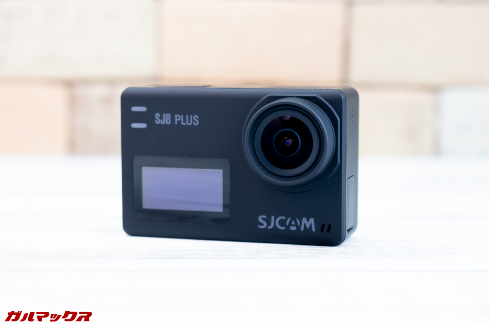 SJ8 PLUSはフロントにもディスプレイを搭載しています。