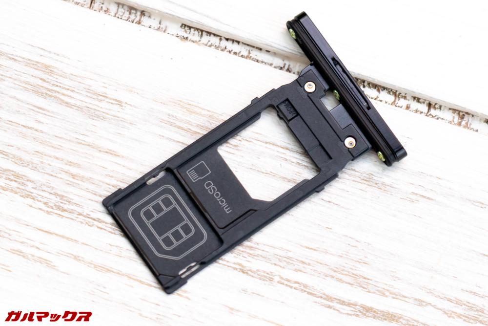 Xperia XZ3の海外モデルはデュアルSIMとシングルSIMタイプに分かれています。