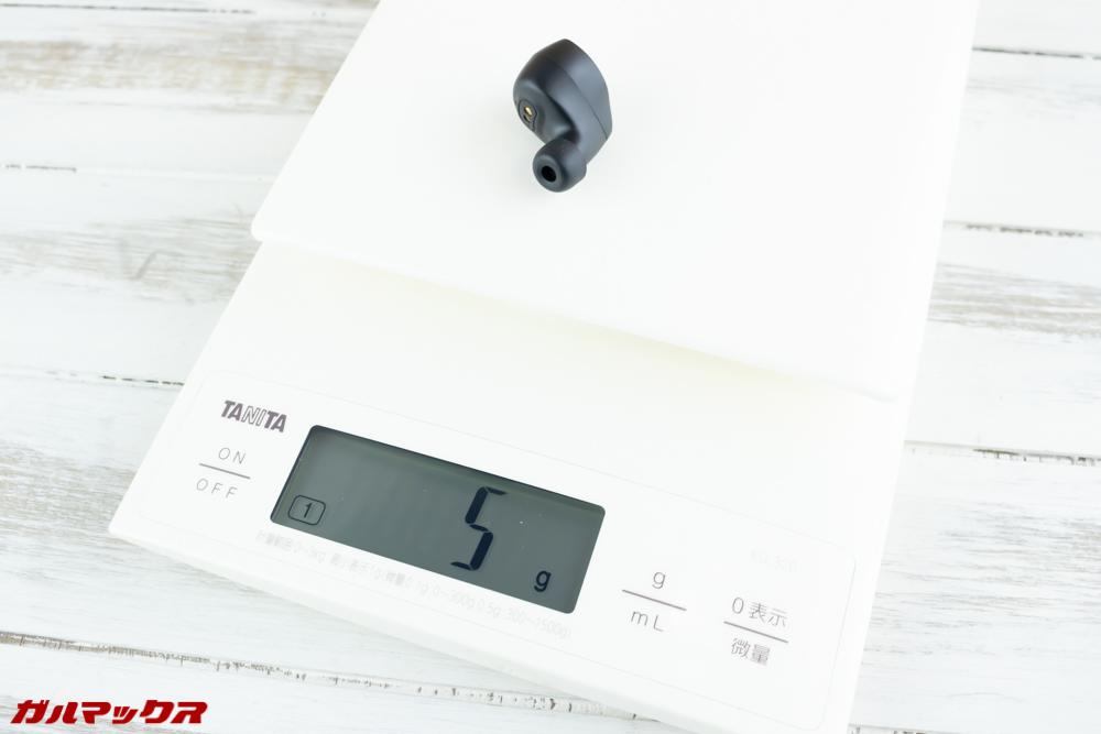 Dudios Zeus TWSの重量は片方5gで軽量な部類。