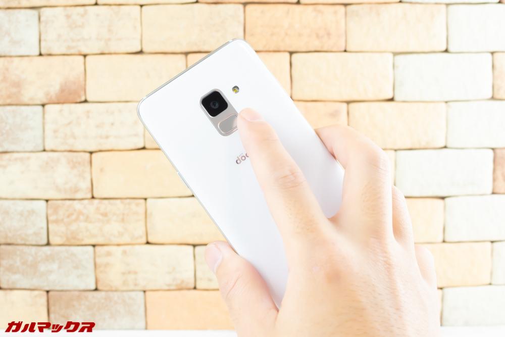 Galaxy Feel2(SC-02L)の指紋認証ユニット部分はカメラに近いのでカメラを触ってしまうこともしばしば