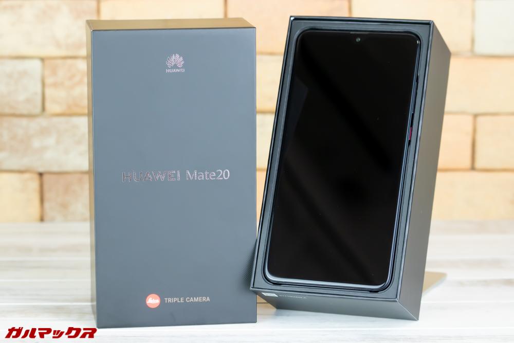 Huawei Mate 20は外箱の蓋を開けるといきなり本体が入っているので注意。