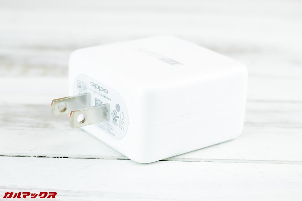 OPPO Find Xには超急速充電器が標準で付属しています。