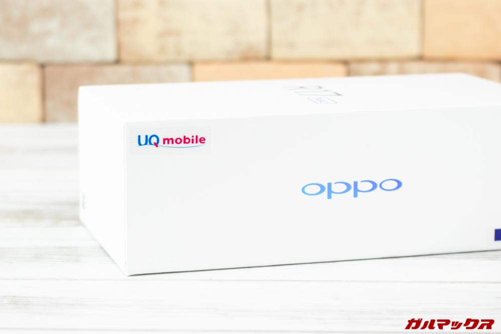 OPPO R17 Neoの外箱にはUQmobileのシールが貼り付けれらている。