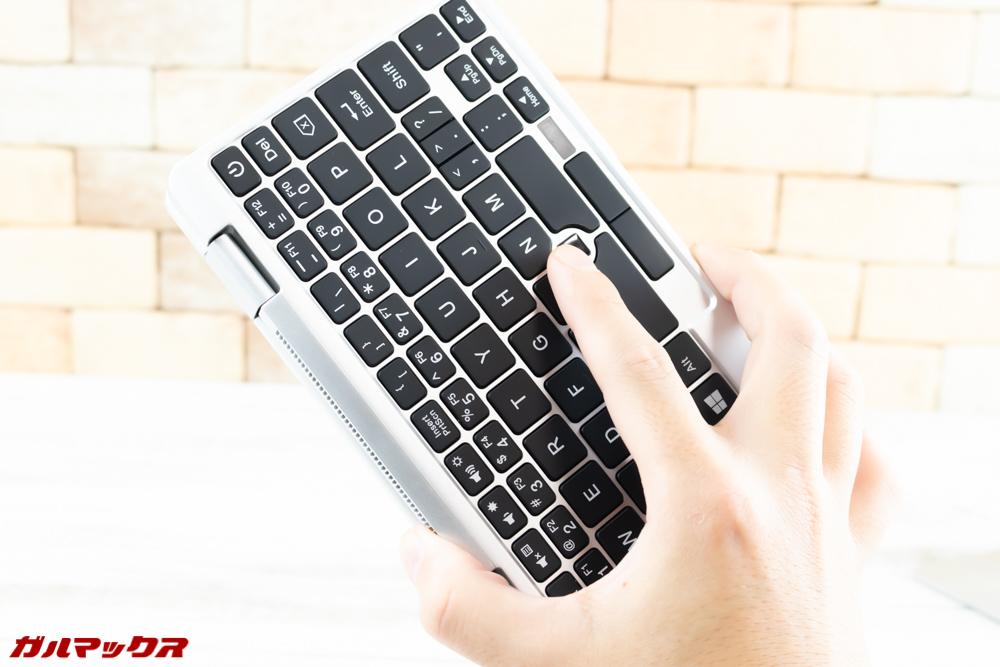 One Mix 2Sは完全にキーボードを回すとキーボードの入力が無効化となる。
