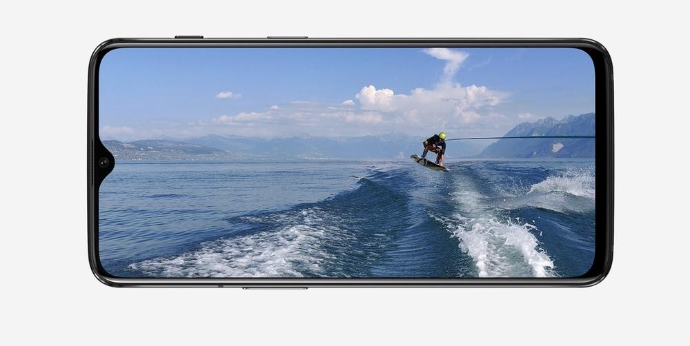 OnePlus 6Tは水滴型のノッチディスプレイを搭載。もちろん有機ELパネルです。