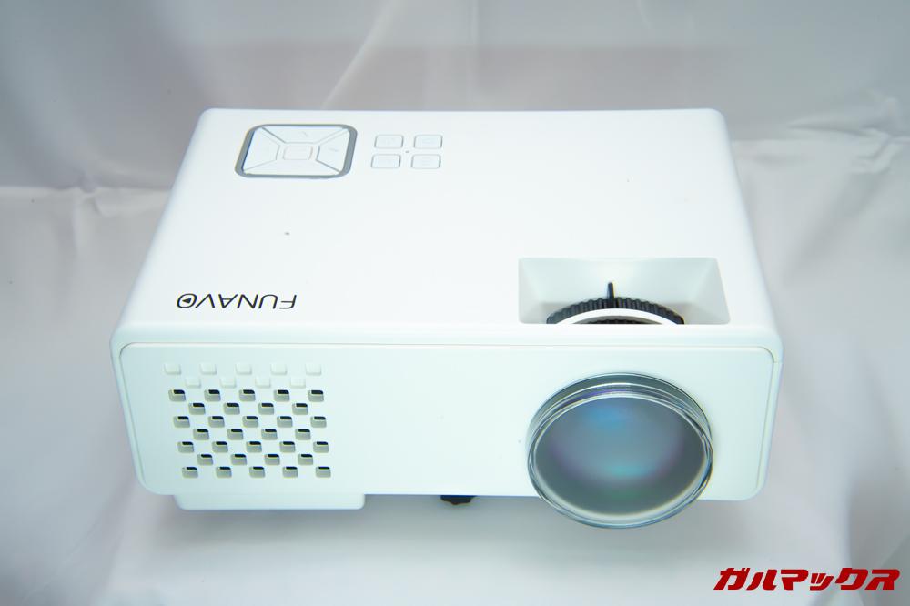 FUNAVO RD815の本体は真っ白なカラー。