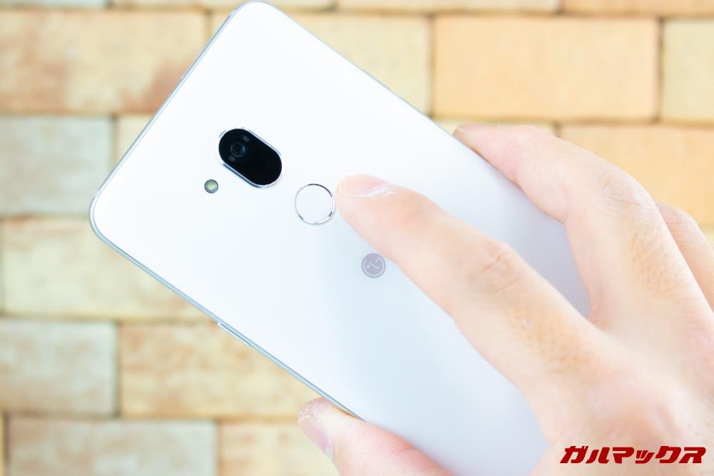 Android One X5の指紋認証は速度も速く実用十分です。