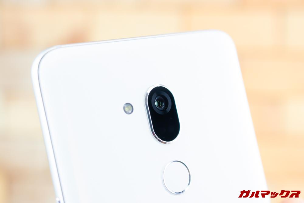 Android One X5のメインカメラはシングルカメラ。
