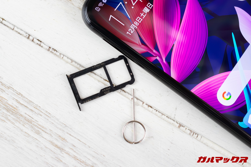 Huawei Mate 20 liteのSIMスロットは排他的利用となっています。