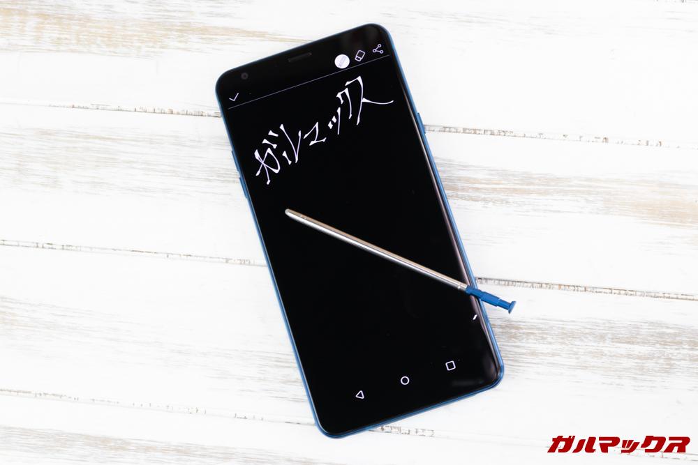 LG Q Stylusは端末がスリープ時でもスタイラスペンを引き抜くだけでメモを取ることが出来ます。