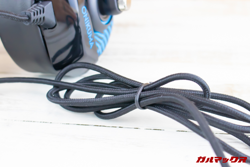 ONIKUMA K6は耐久性の高い布巻きケーブルを採用しています。