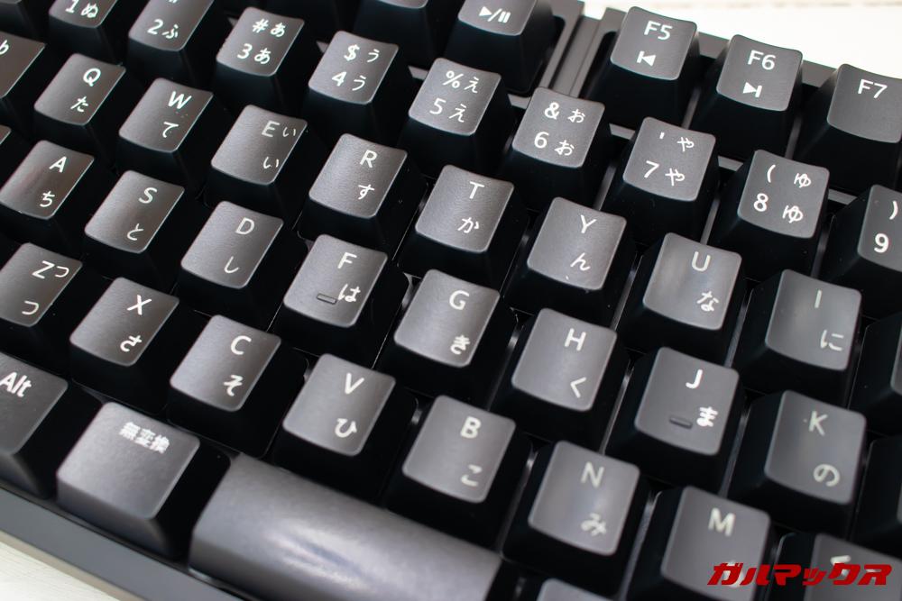 オウルテックの青軸メカニカルキーボード(OWL-KB92BLJP)のキートップ印字は剥がれる可能性が高いプリントタイプ。
