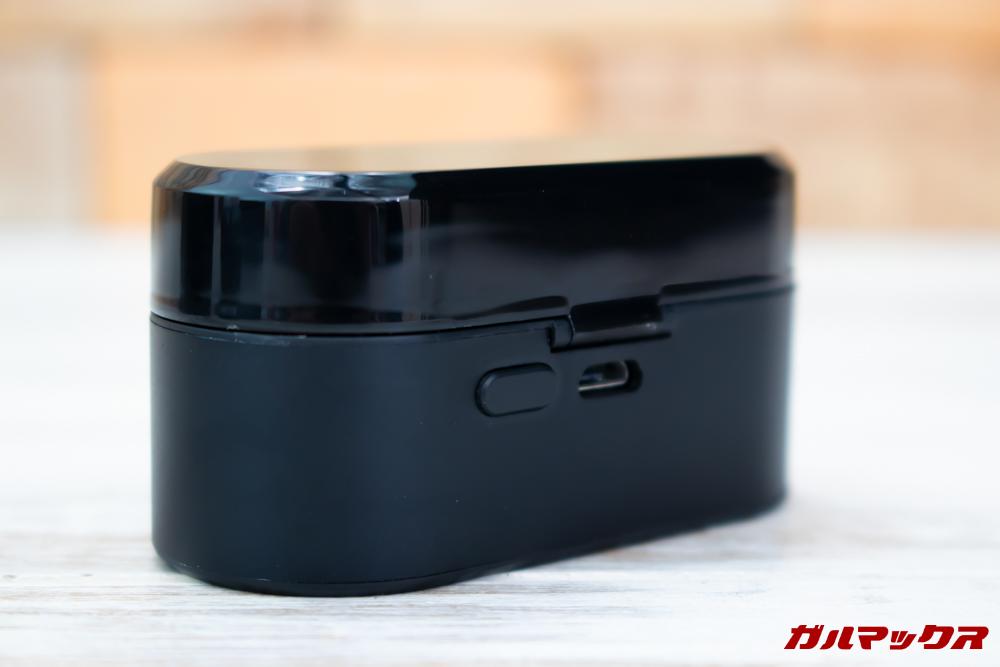 SoundPEAT Truengineの背面にはバッテリーの残量確認用のボタンが備わっています。