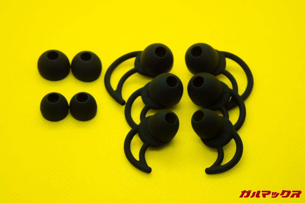 SoundPEATS Q32はピッタリの装着感を得られるイヤーピースも付属しています。