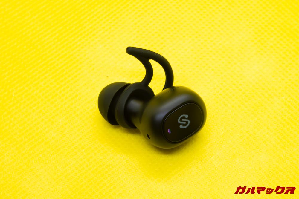 SoundPEATS Q32は本体に操作ボタンが備わっています。