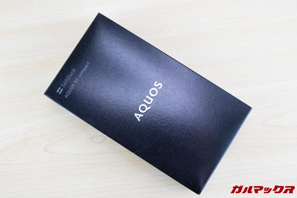 AQUOS R2 Compactの外箱はブラックボックス。