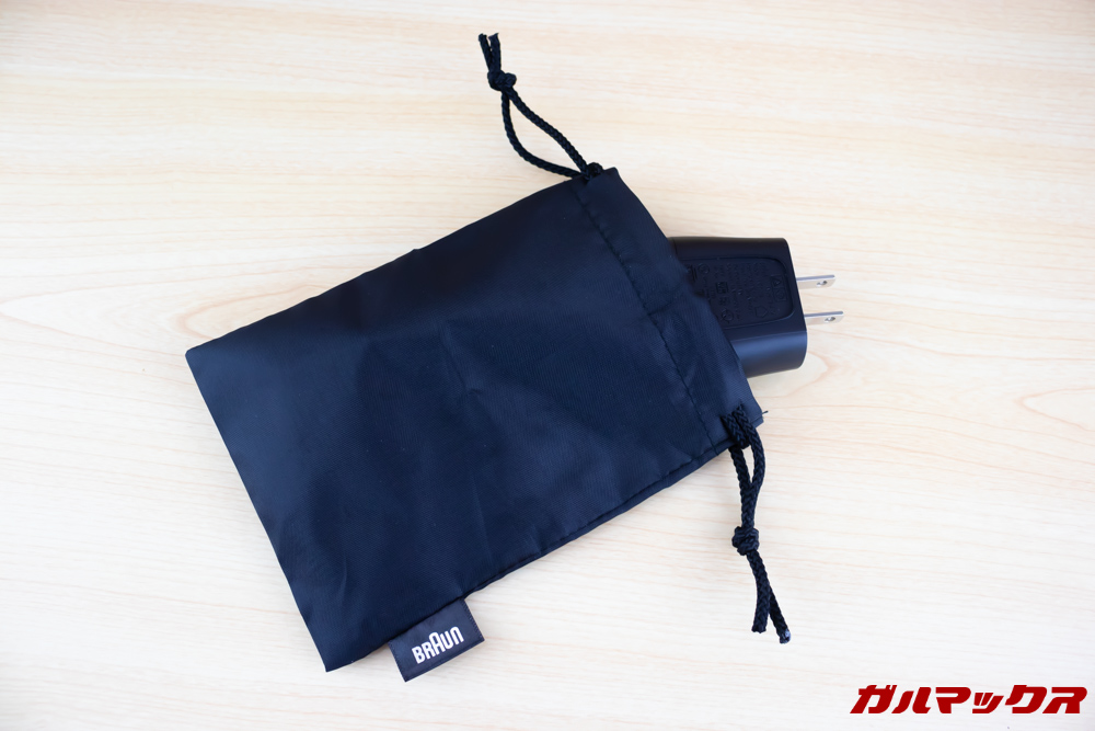 BRAUN Series 9(9250cc-P)のポーチはサイズ的に充電ケーブルなどを入れる用途です。