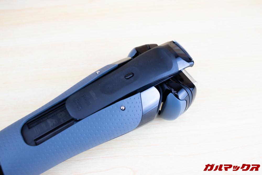 BRAUN Series 9(9250cc-P)のキワゾリ刃はロックを解除しながら上部にスライドすることでロック解除されます。