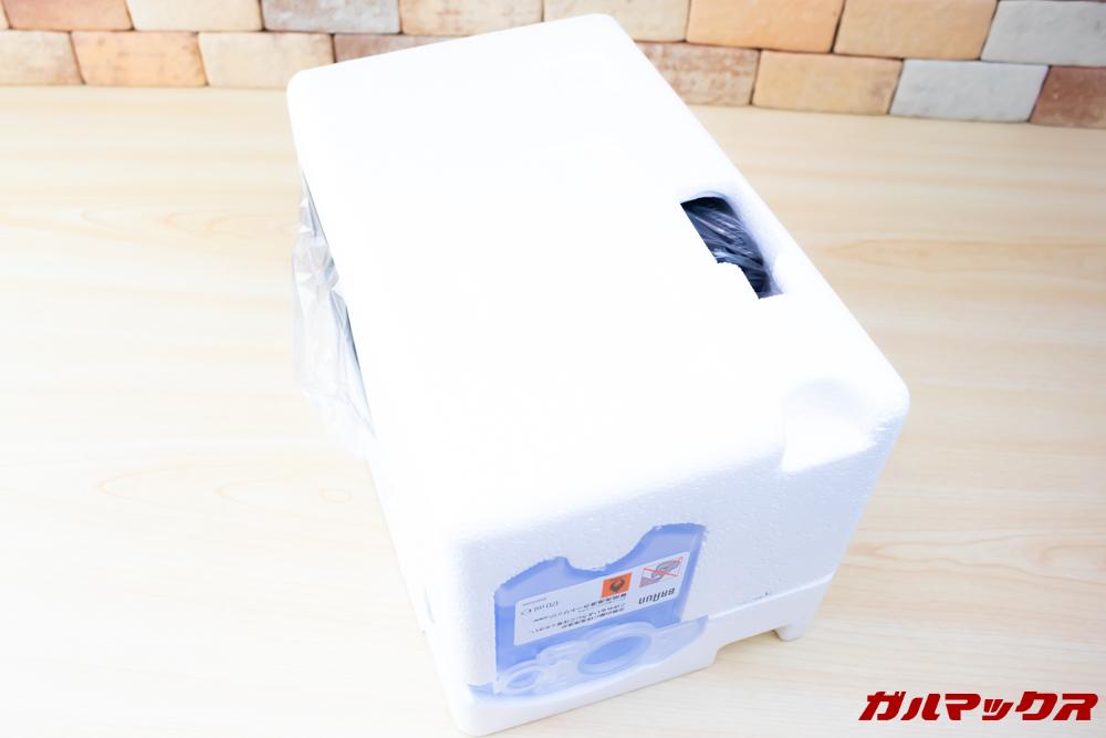 BRAUN Series 9(9250cc-P)の梱包は丁寧で発泡スチロールにしっかり守られていました。