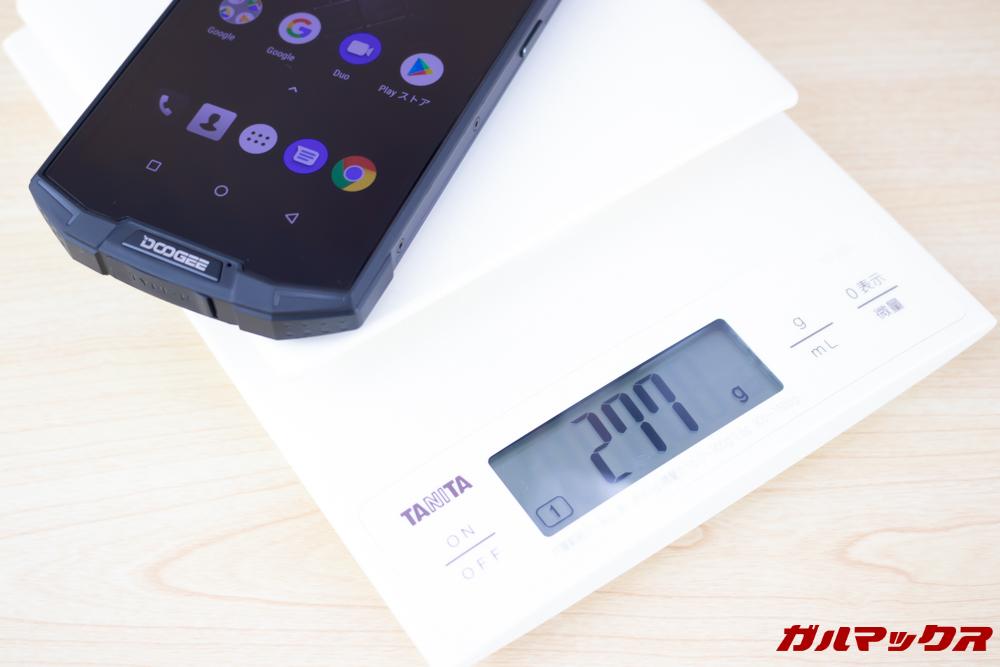 DOOGEE S70の重量は277gと超重量級です。