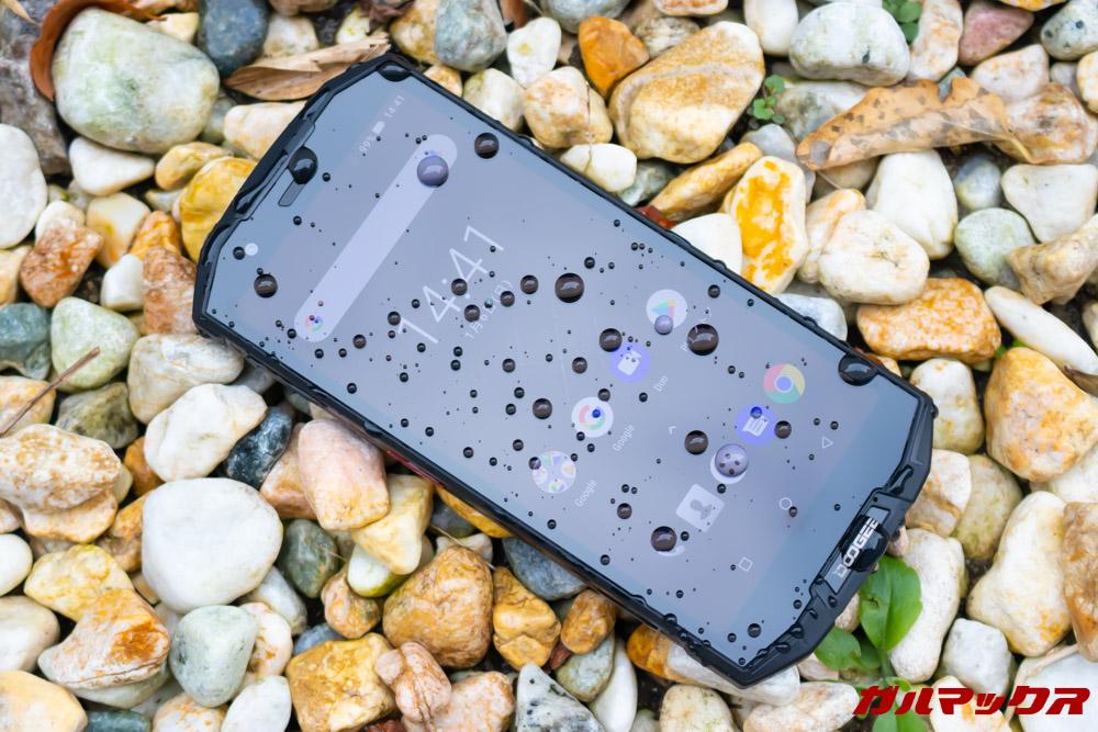 DOOGEE S70はIP68の防水防塵性能に対応しています。