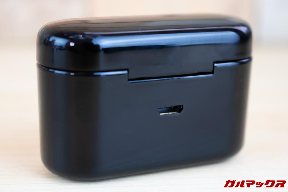 Fozento FT16の端子背面には充電端子が備わっております。