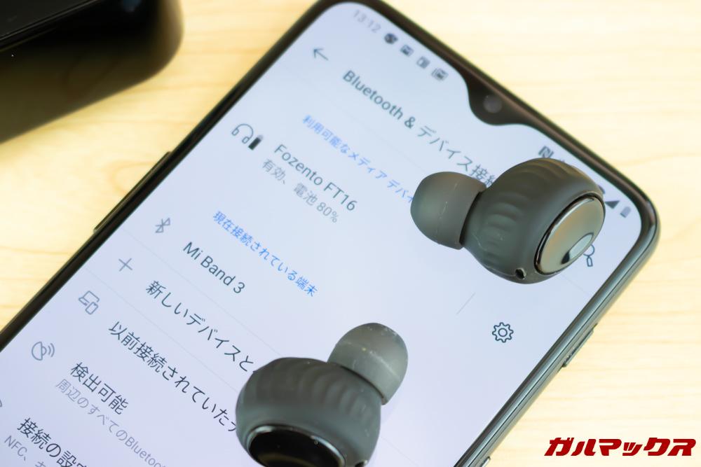 Fozento FT16のメインイヤホンが接続できたらもう片方のイヤホンを取り出すだけで自動ペアリングされます。