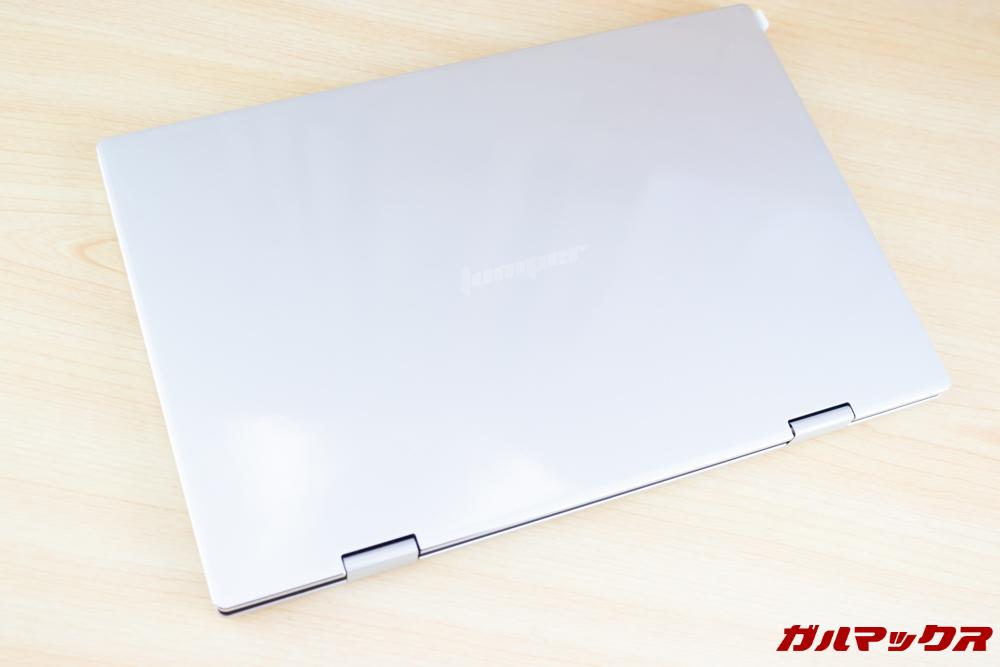 Jumper EZbook X1の天板はシルバーのメタル素材。