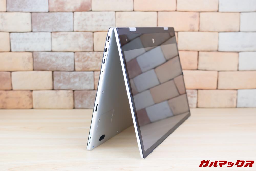 Jumper EZbook X1はテント型にすることで省スペースで自立が可能です。