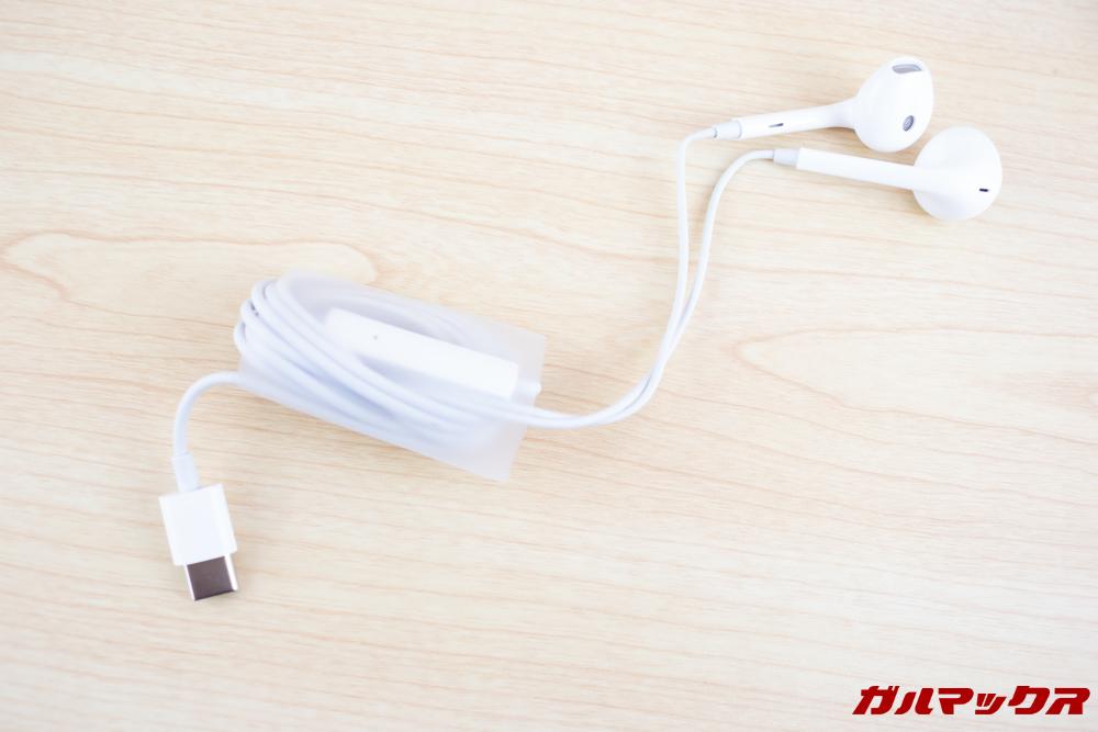 OPPO R17 ProはUSB Type-C接続の有線イヤホンが入っています。
