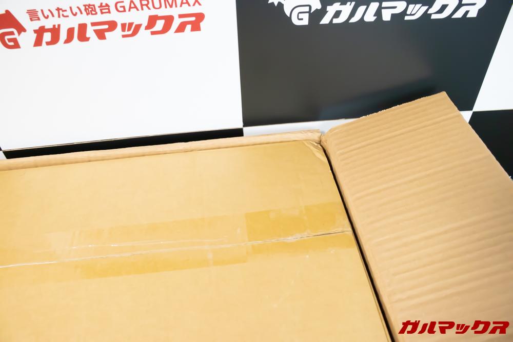 Xiaomi JV71 Vacuum Cleanerの運輸箱の中に本体の箱が入っています。