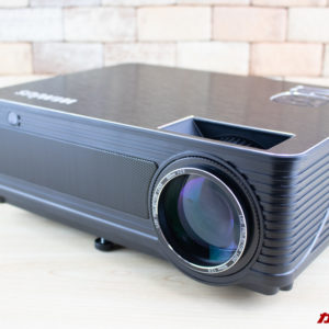 アニメ用に丁度いい。HDプロジェクター「WiMiUS P18」レビュー