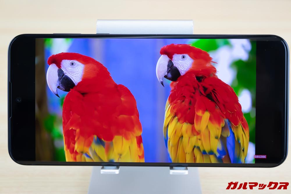 AQUOS zeroはリッチカラーテクノロジーモバイルと有機ELで非常に発色豊かな映像を堪能できます。