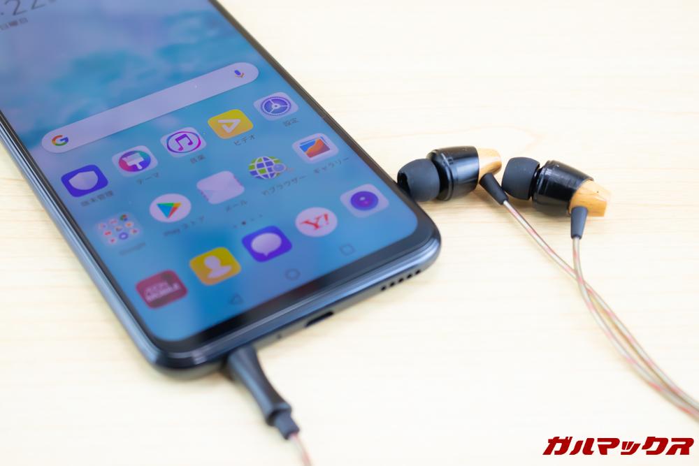 HUAWEI nova lite 3は有線イヤホンやヘッドホンを利用可能なイヤホンジャック搭載機モデル。