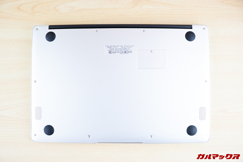 Jumper EZbook 3 Proの本体底面にはステレオスピーカーを搭載。