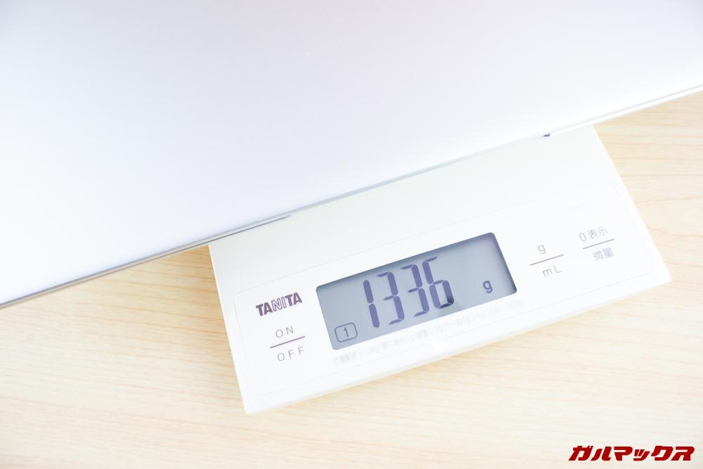 Jumper EZbook 3 Proの重量は1.4kg以下でモバイル用途でも利用できます。