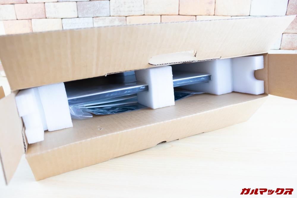 Jumper EZbook 3 Proの内部梱包はしっかりスポンジに守られています。