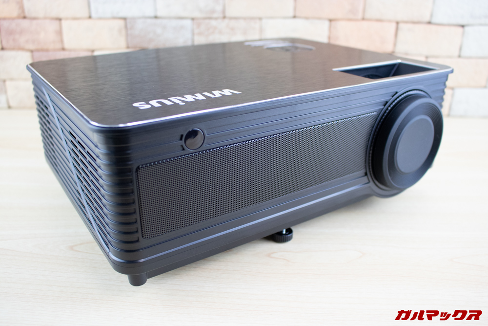 WiMiUS P18はブラックの引き締まったカラーを採用。