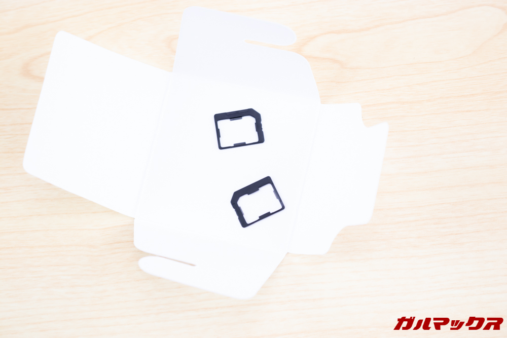 Wiko Tommy3 PlusはNanoSIMをMicroSIMサイズに変換するアタッチメントが2つ付属しています。