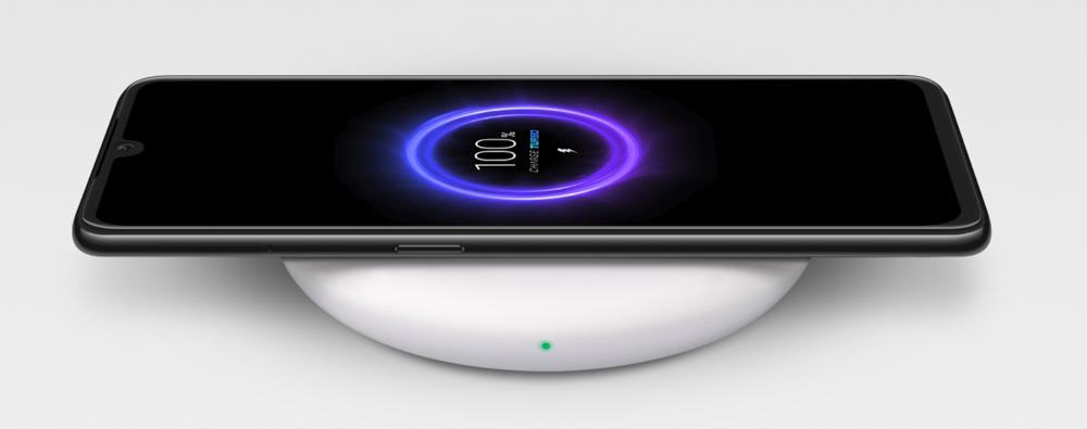 Xiaomi Mi 9は20Wのワイヤレス充電に対応している。