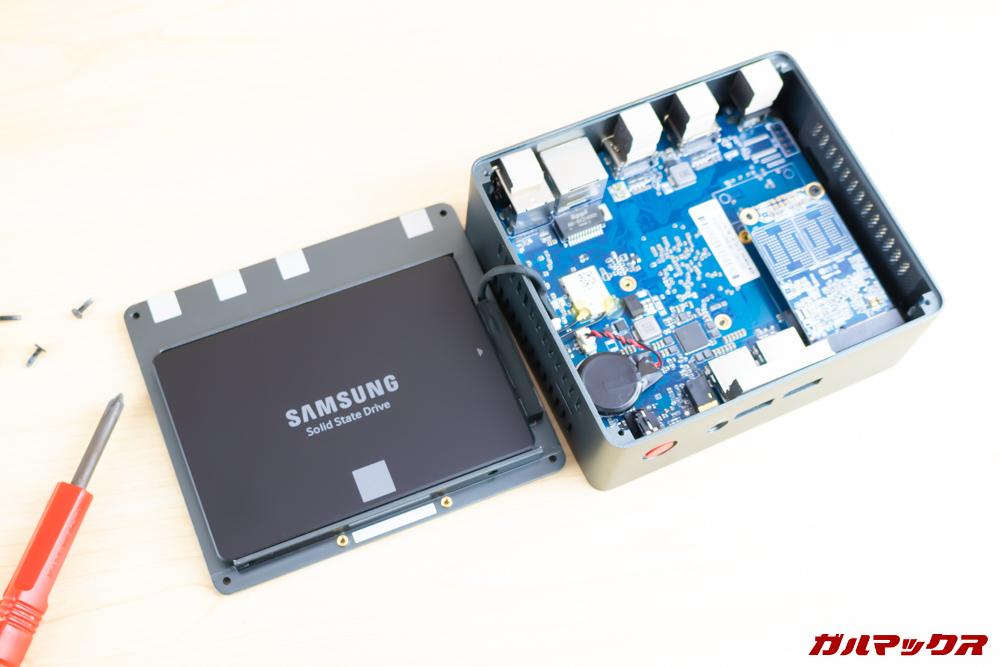 Beelink J45はSSDにも対応しているので簡単に容量拡張可能です。
