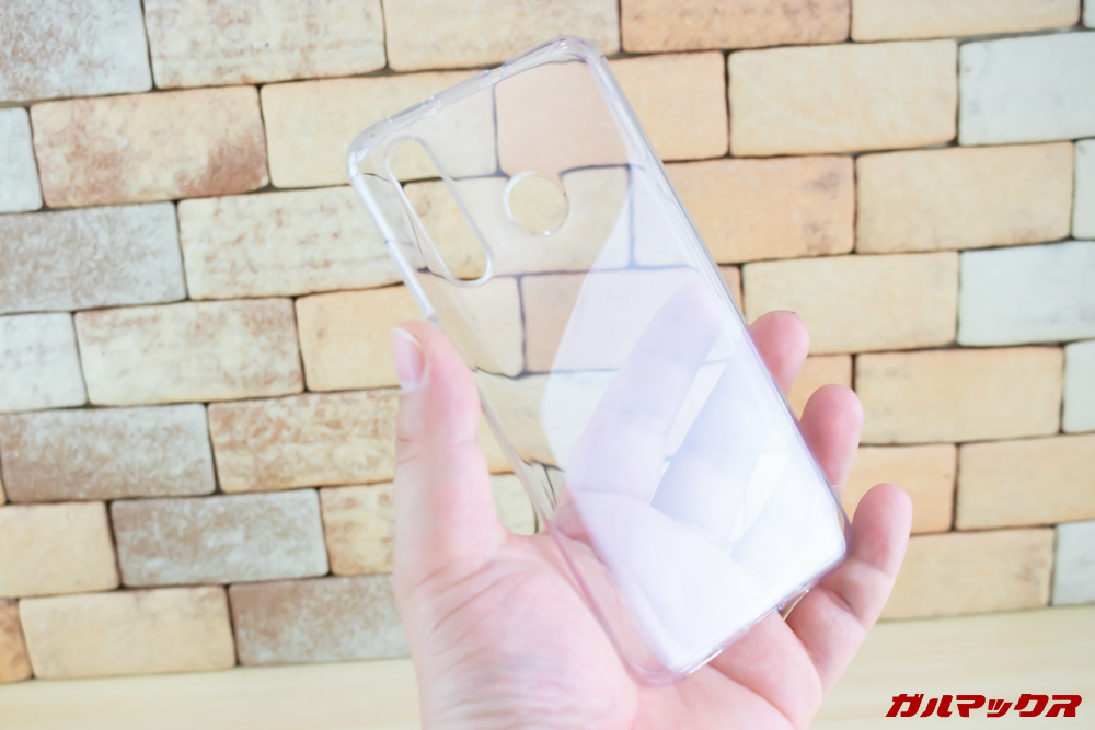 Huawei nova 4にはクリアケースが付属しています。