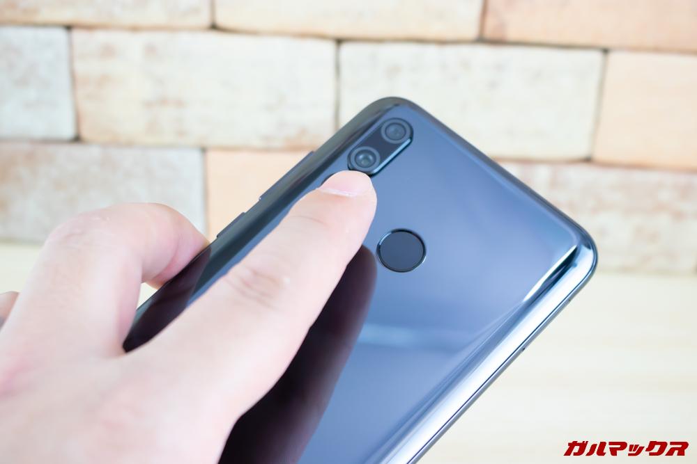 Huawei nova 4は指紋認証センサーを背面に搭載。精度も速度もハイグレードです。