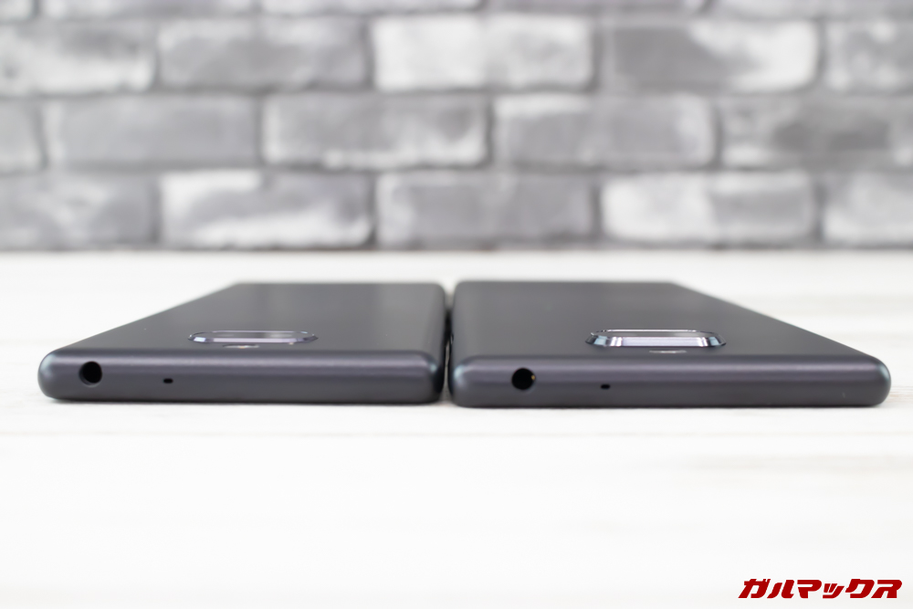 Xperia 10/10 Plusは同じ様な形状ですが、Xperia 10 Plusはカメラが出っ張っています。